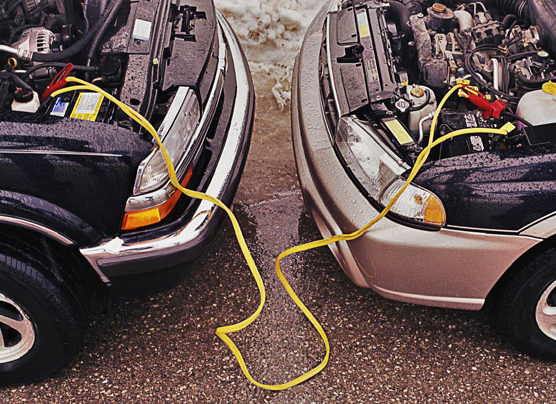 how to use jumper cables to start a dead battery